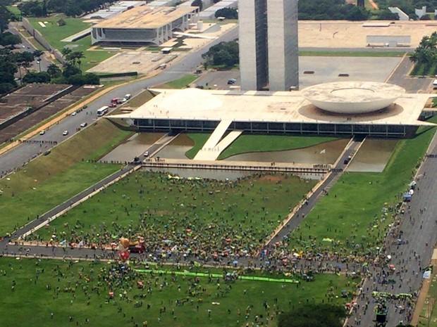 Vista de cima da Esplanada dos Ministérios, onde grupo fez manifestação pelo impeachment da presidente Dilma Rousseff (Foto: Fred Ferreira/TV Globo)