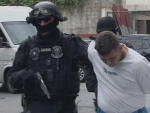 12 pessoas são presas em operação da Polícia Civil (Foto: Reprodução / TV Tribuna)