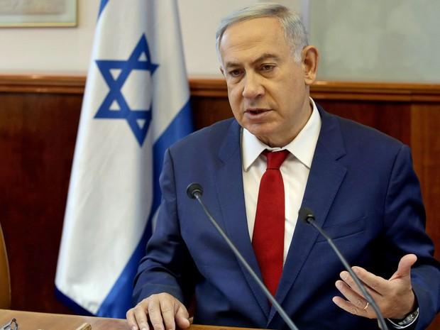 O primeiro-ministro israelense Benjamin Netanyahu durante reunião semanal em seu gabinete, neste domingo (15) (Foto: Gali Tibbon/AFP)