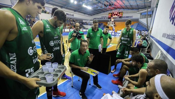 Macaé x Bauru Demétrius reunião (Foto: Caio Casagrande / Bauru Basket)