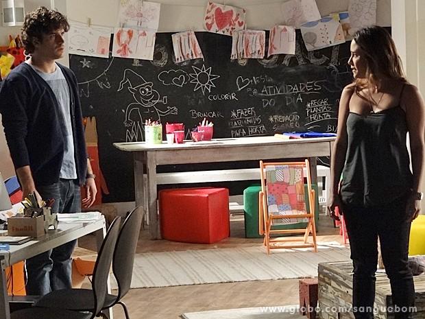 Malu não quer que Bento se aproxime dela (Foto: Sangue Bom/TV Globo)