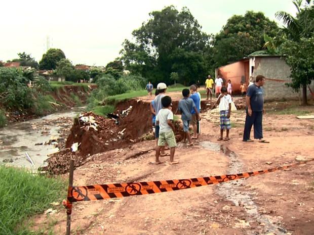 Chuva causou o desabamento de uma casa em Sumaré na terça-feira (Foto: Reprodução EPTV)