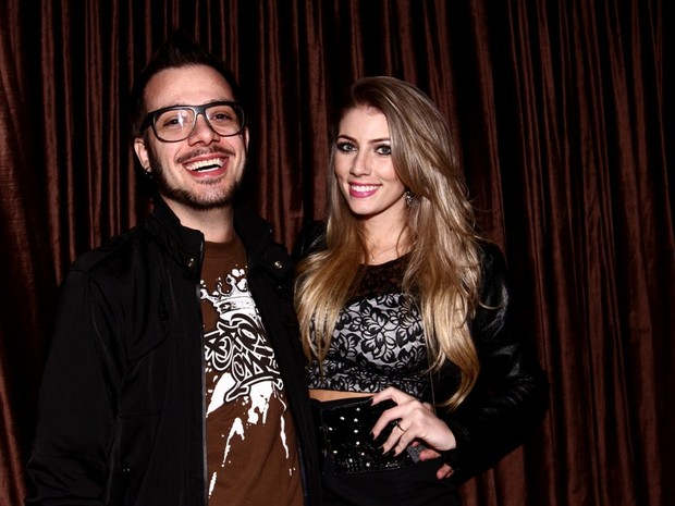 Max Porto com a namorada, Ariane Cerqueira, em boate em São Paulo (Foto: Leo Franco e Thiago Duran/ Ag. News)