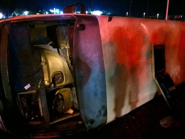 Acidente ocorreu na BR-232; quatro ocupantes ficaram feridos. (Foto: Divulgação/PRF)