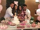 Klebber Toledo leva Camila Queiroz ao chá de bebê da sobrinha