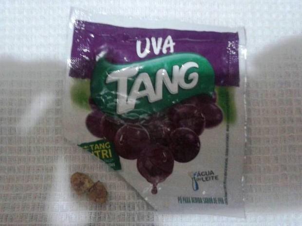 Comprimido foi encontrado em copo em Cubatão (SP) (Foto: Thais Rosa/Arquivo Pessoal)