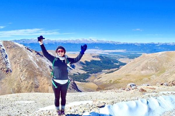 Michelle Schroeder-Gardner ganha regularmente US$100 mil por mês viajando e escrevendo em seu blog (Foto: Reprodução Making Sense of Cents)