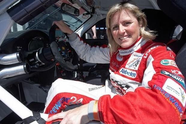 A piloto Samine Schmitz e seu Porsche GT3 R (Foto: Divulgação)