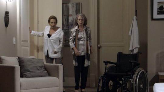 Emília expulsa Vitória de casa
