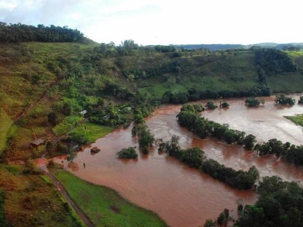 Em Quedas do Iguaçu, o Rio Campo Novo transbordou e alagou parte da cidade, principalmente a área rural (Foto: Zaqueu dos Santos Luz  / Arquivo pessoal)