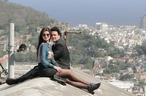 Danton e Alinne gravaram por vários cantos do Rio de Janeiro (Fim do Mundo/TV Globo)