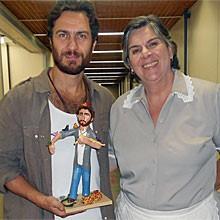 Personagens ganham bonecos de papel machê (Amor Eterno Amor/TV Globo)