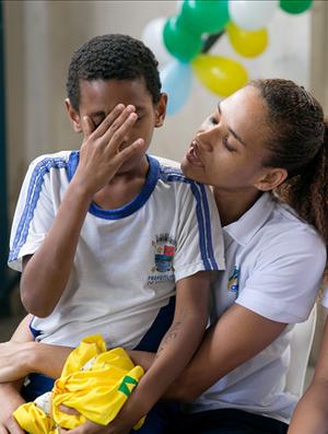 Alexandra Nascimento visitou a escola que a revelou em 2012 e se emocionou (Foto: Divulgação/CBHb)