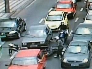 Flagrante de roubo de moto em Sorocaba (Foto: Reprodução/TV Tem)
