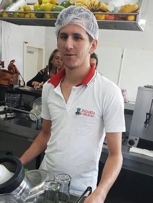 """BLOG: Lionel Messi trabalhando em uma padaria no Brasil? O jornal """"Olé"""" explica"""