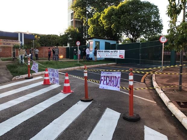 UFU manifestação greve Uberlândia (Foto: Luiz Corvini/G1)