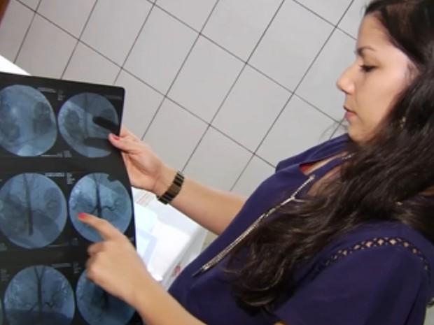 Exame mostra que rim de Moacir Guedes está comprometido, em Goiânia, Goiás (Foto: Reprodução/TV Anhanguera)