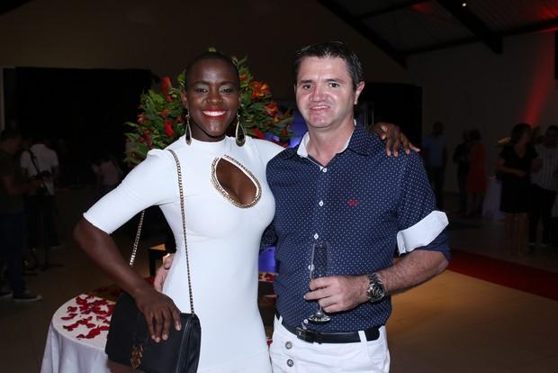 Ex-BBB Angélica Ramos com o namorado (Foto: Thiago Duran/ Ag. News)