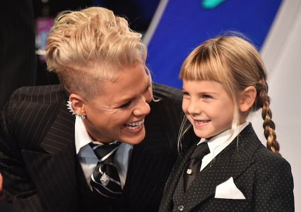 A cantora Pink com a filha Willow (Foto: Getty Images)