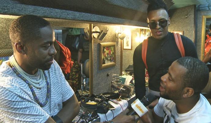 Lázaro entrevista Yuri da Cunha, cantor angolano (Foto: Jonas Feitosa/Gshow)