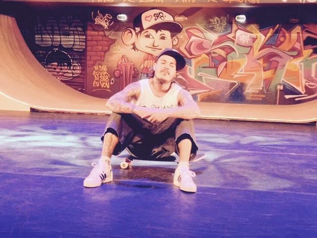 DZ6 interpreta Chorão em 'Dias de luta, dias de glória - Charlie Brown Jr, o musical' (Foto: Cauê Muraro/G1)