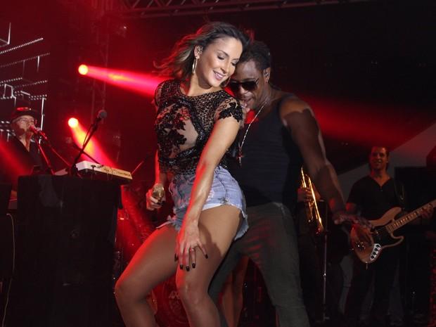 Claudia Leitte canta em ensaio da Mocidade na Zona Sul do Rio (Foto: Marcello Sá Barretto e Alex Palarea/ Ag. News)