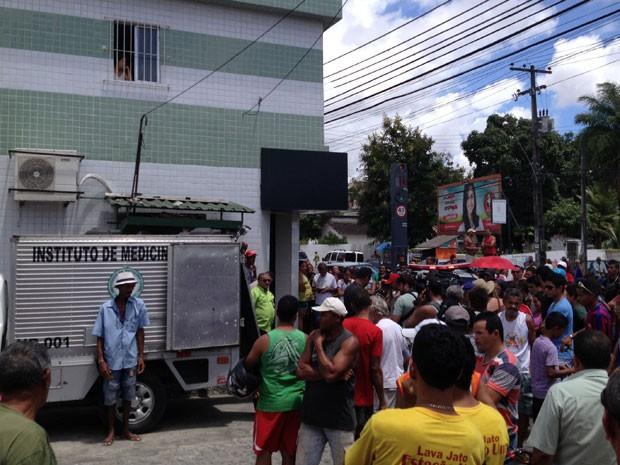 Segurança de loja é assassinado na Várzea (Foto: Wanessa Andrade / TV Globo)