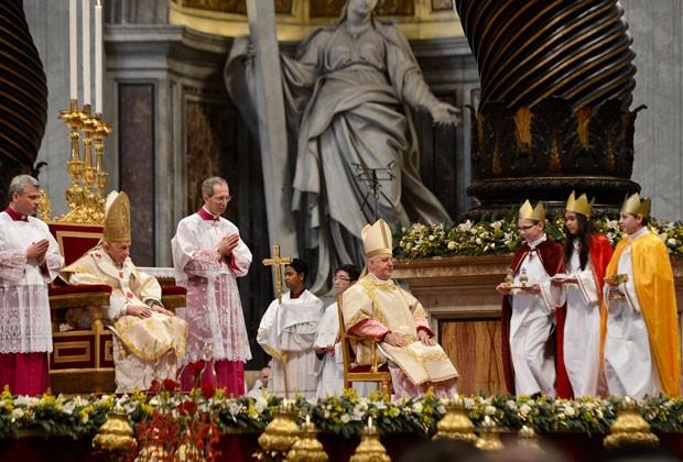 O papa durante celebração no primeiro dia de 2013 no Vaticano (Foto: AFP)
