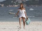 Cristiana Oliveira curte praia com as amigas