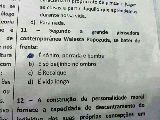 Questão em prova aplicada a alunos de escola da rede pública do DF que faz referência à funkeira Valesca Popopuza (Foto: Reprodução)