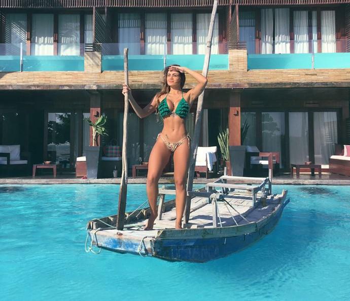 Natacha Horana brinca na piscina do hotel (Foto: Arquivo Pessoal)