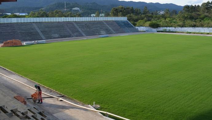 Estádio Nogueirão reforma Mogi das Cruzes (Foto: Cairo Oliveira)