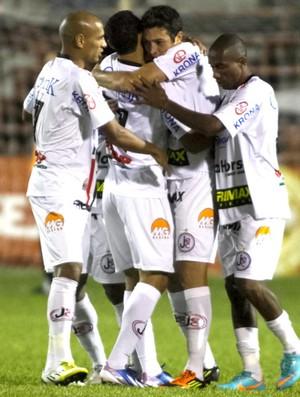 Joinville comemora gol contra o Oeste (Foto: José Luis Silva / Agência estado)