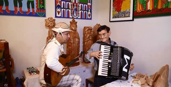 Musico talentoso, Mestre Expedito toca com Vagner Ribeiro (Foto: Reprodução/Rede Clube)