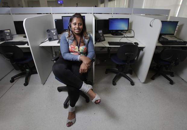 Francieli Cristiane da Silva, de 20 anos, operadora de telemarketing (Foto: Rogério Casimiro/ Época)