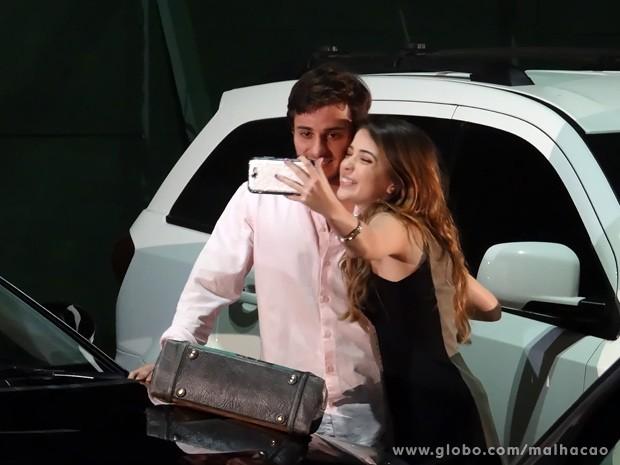 FlaTin posa oficialmente para as redes sociais com Martin feliz #SóQueNão (Foto: Malhação/ TV Globo)