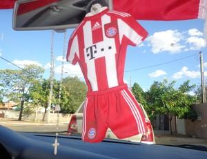 No carro o torcedor, que mora no Tocantins,carrega símbolos do time alemão (Foto: Vilma Nascimento/GLOBOESPORTE.COM)