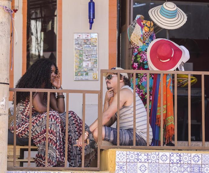 Cris Vianna e Fábio Lago gravam como o casal Indira e Oziel. Na novela, eles são moradores do Morro da Macaca (Foto: Ellen Soares/ Gshow)