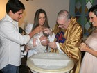 Fernanda Pontes e Diogo Boni batizam a filha