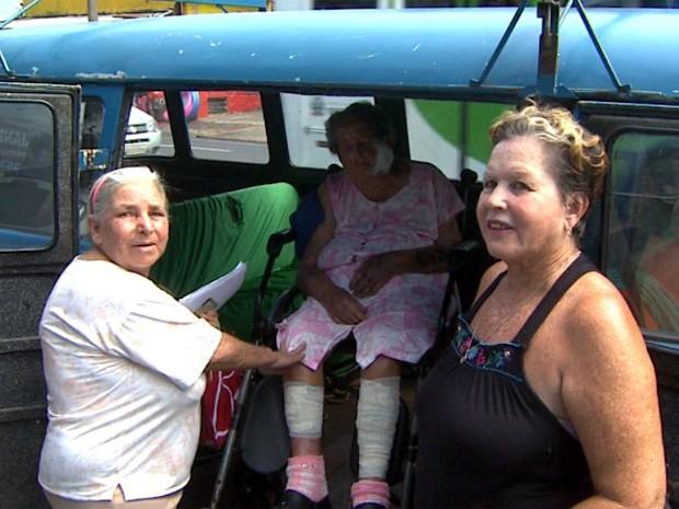 Família levou a idosa ao banco, mas funcionária informou que não era mais necessário (Foto: Paulo Souza / EPTV)