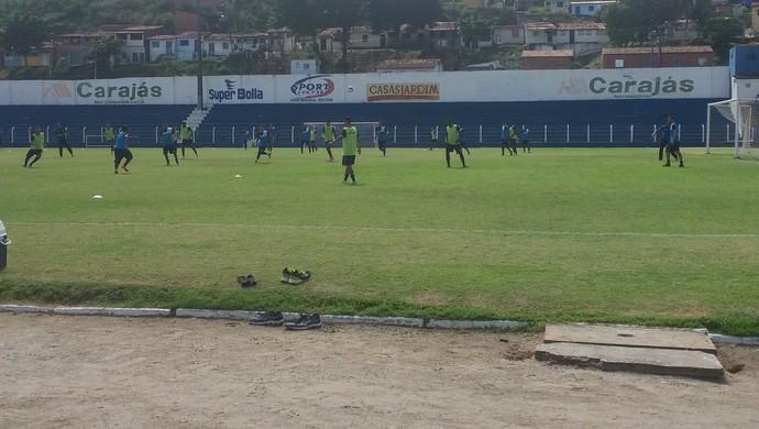 Auxiliar do técnico Oliveira Canindé, Orlando Júnior comandou o treino desta sexta-feira (Foto: Augusto Oliveira / GloboEsporte.com)