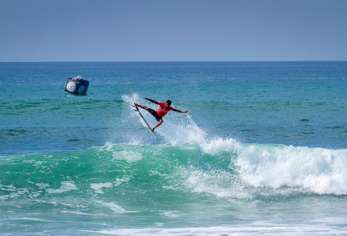 Filipe Toledo combina manobras e aéreos para anular o power surf de Joel Parkinson nas quartas de final em Trestles (Foto: Divulgação/WSL)