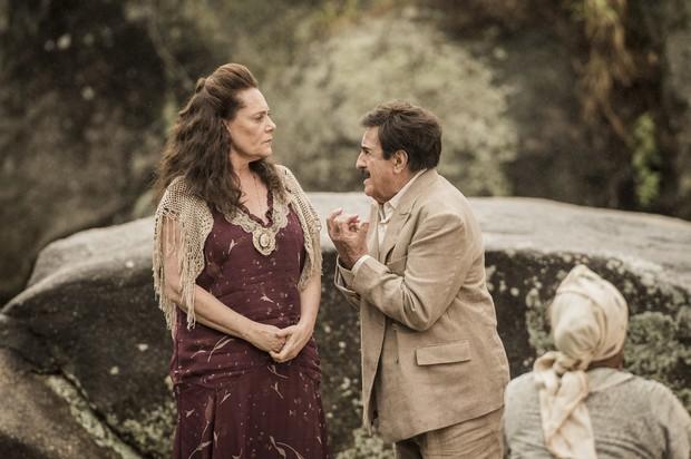Elizabeth Savalla e Ary Fontoura em cena da novela Êta Mundo Bom (Foto: Globo/João Cotta)
