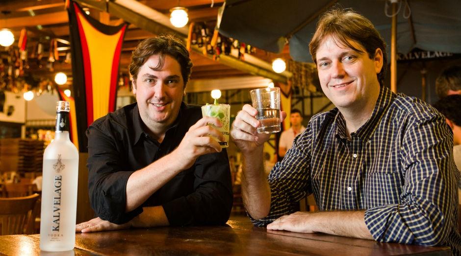 Os irmãos Marcos e Maurício Kalvelage, proprietários da Bebidas Kalmae  (Foto: Divulgação)