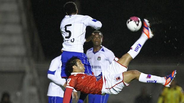 Alex Alves gol Paraná (Foto: Heuler Andrey / Ag. Estado)