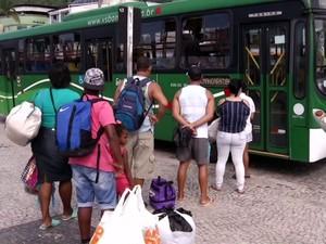 Passageiros também reclamam de falta de estrutura de ônibus em Angra dos Reis (Foto: Reprodução/TV Rio Sul)