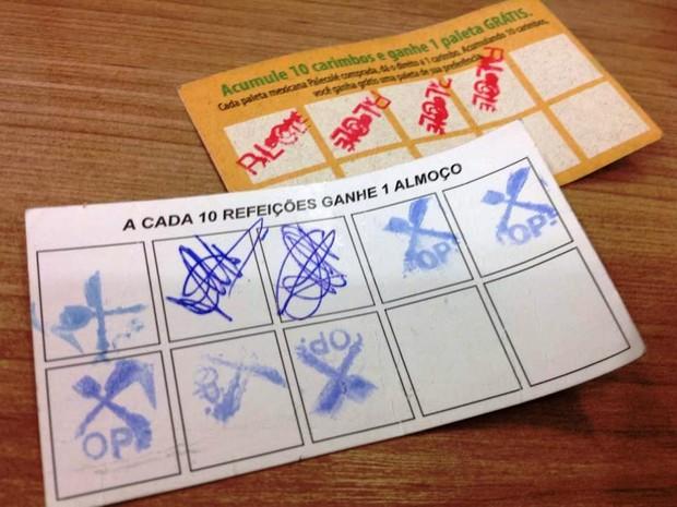 Cartões-fidelidade oferecidos por restaurante e sorveteria em Divinópolis (Foto: Ricardo Welbert/G1)