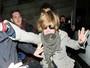 Macaulay Culkin se irrita com fotógrafos em saída de boate
