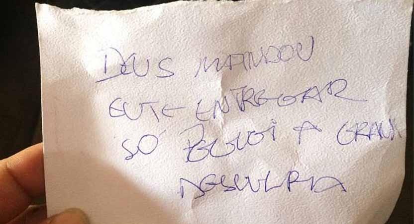 Ladrão deixou bilhete dentro da bolsa, dizendo que foi tocado por Deus e pedindo desculpas à vítima (Foto: Facebook/Divulgação)