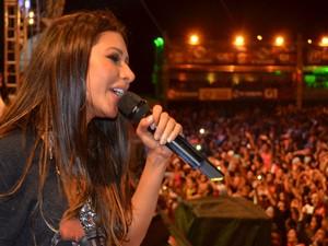 Simária embala galera com canção apaixonada (Foto: Marina Fontenele/G1)